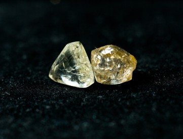 Rough diamonds often look like they are covered in oil. They get most of their sparkle from being cut and polished. (Farbled/ Shutterstock)